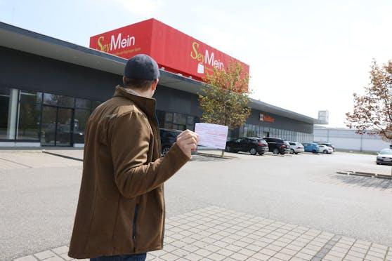 Florian A. (40) wurde auf diesem Floridsdorfer Parkplatz abgestraft.