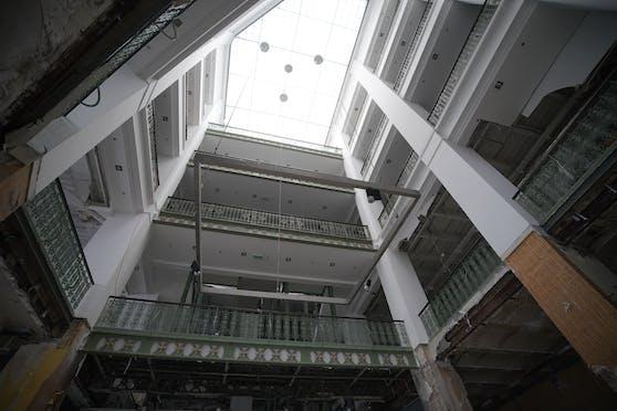 Die gesamten 360 Laufmeter des prestigeträchtigen Jugendstil-Geländers wurden für den guten Zweck versteigert.