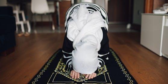 Eine muslimische Frau beim Gebet.