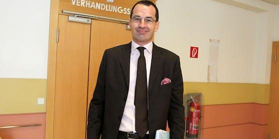 Star-Anwalt Michael Rami vertrat Moderatorin Scharf vor Gericht.