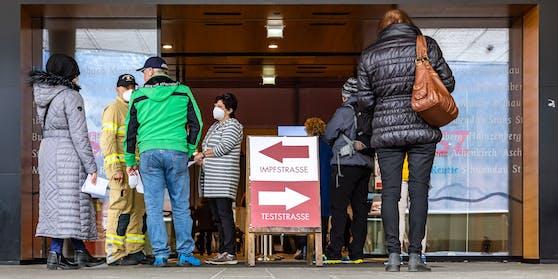 In Tirol startet die Impf-Terminvergabe für Über-50-Jährige.