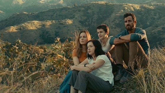 """Justin Theroux in """"The Mosquito Coast"""" (r.) mit seiner Serien-Ehefrau Melissa George und seinen Kindern Dina (Logan Polish) und Charlie (Gabriel Bateman)"""