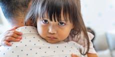 Mutter fordert: Omas dürfen Enkel nicht einfach umarmen