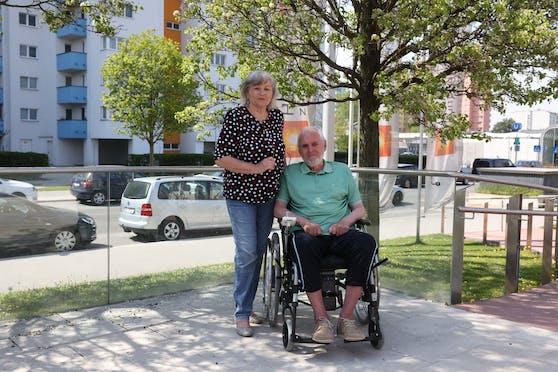 Karl Heinz S. (74) lebt mit seiner Frau Christine im Pensionistenwohnhaus Leopoldau.