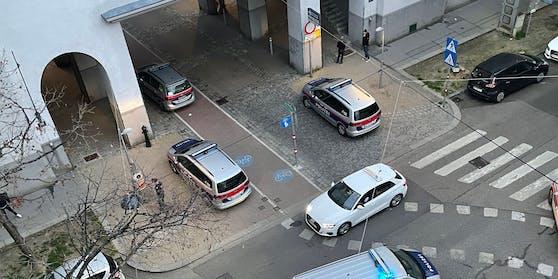 Die Wiener Polizei am Tatort.