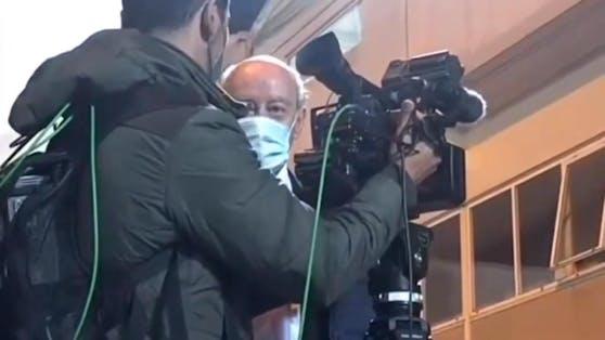 TV-Journalist wird vor laufender Kamera von Porto-Berater angegriffen.
