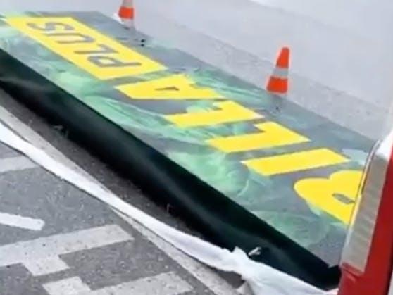 Am Samstag wurden fleißig Schilder ummontiert