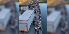 Lockdown-Rebellen blockieren Lieferung am Donaukanal