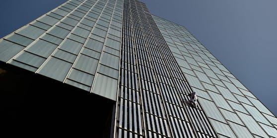 2019 bezwang der Brite George King einen Wolkenkratzer in London und landete dafür im Gefängnis. Jetzt hat er Ähnliches in Barcelona getan.