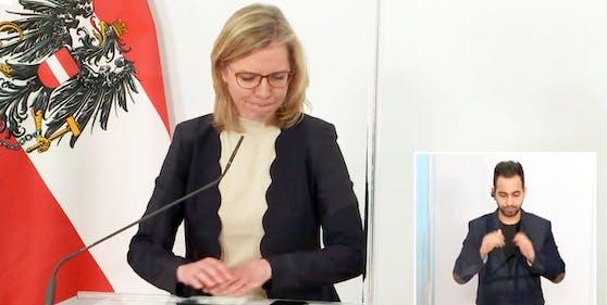 Emotionaler Moment bei der Pressekonferenz: Klimaschutzministerin Leonore Gewessler trauert um die in Wien ermordete Frau (30. April 2021)
