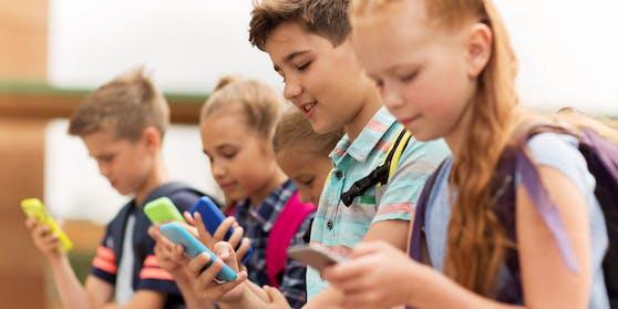 Handyverbot für Kinder unter 12 Jahren? Dieses Thema wird gerade heftig im italienischen Parlament diskutiert.