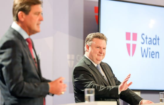 Bürgermeister Michael Ludwig (rechts) und Wirtschaftsstadtrat Peter Hanke schnüren ein weiteres Millionenpaket für Lehrlinge.