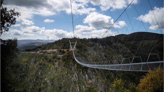 """Die """"516 Arouca"""" wurde am 2. Mai eröffnet. Die in Portugal liegende Hängebrücke ist nun die längste ihrer Art der Welt."""