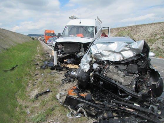 Am Babenbergring (Bezirk Wiener Neustadt) kam es am Freitag (30. April 2021) zu einem frontalen Zusammenstoß zweier Fahrzeuge.