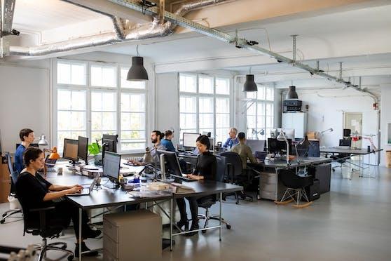 Die Position des Sitzplatzes kann Effekte auf die Arbeitsleistung haben.