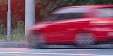 Frau beim Gassigehen aus fahrendem Auto angeschossen