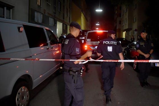 Die Polizei an einem Tatort in Rudolfsheim-Fünfhaus. Archivbild.