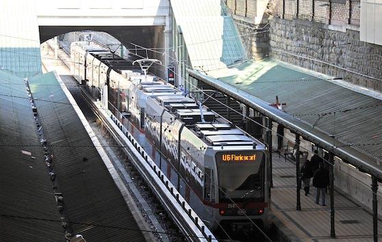 Der mutmaßliche Täter stieg in die U-Bahn, wurde von der Polizei abgefangen.