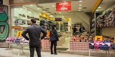 Griechen müssen sich nun per SMS zum Shoppen anmelden