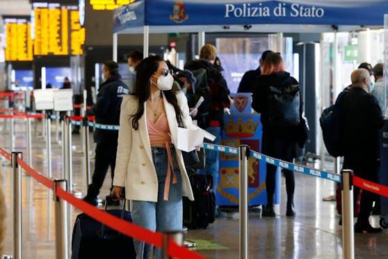 Einreisende aus EU-Staaten müssen nun doch länger in Italien in Isolation. Die Quarantänepflicht wurde bis Ende April verlängert. (Symbolbild)