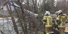 Flieger crasht bei Landung in Tiroler Waldstück