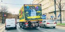 Merkur heiratet Billa - und feiert auf der Straße