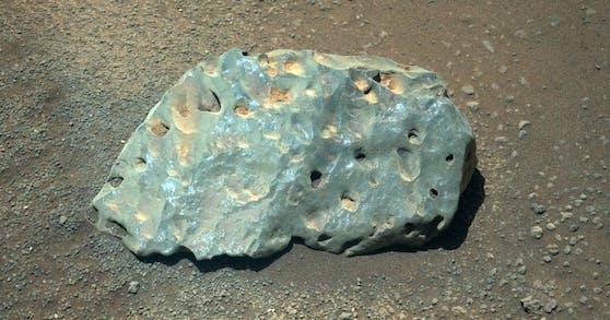 Die US-Raumfahrtbehörde NASA hat einen interessanten und mysteriösen Stein auf dem Mars entdeckt.