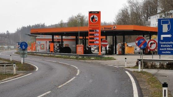 Diese Tankstelle in Achleiten bei Passau wollte Deutsche anlocken.