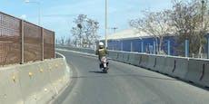 Wiener fuhr mit Moped 45 km/h auf Autobahn-Überholspur