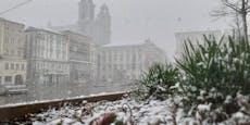 Dichter Schneesturm fegt über Linz hinweg