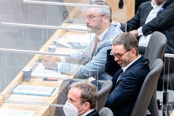 Im Bild: Norbert Hofer und Herbert Kickl (beide FPÖ) als Masken-Verweigerer.