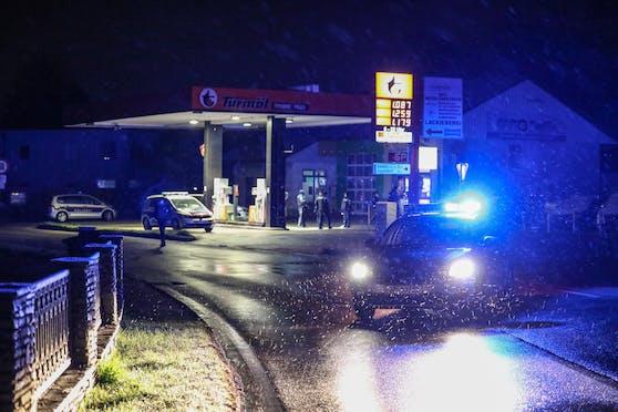 In Sipbachzell wurde in eine Tankstelle eingebrochen. Dabei fielen Schüsse.