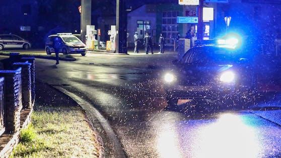 Polizeieinsatz bei einer Tankstelle.