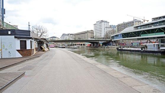 Keine Menschen am Donaukanal unterwegs