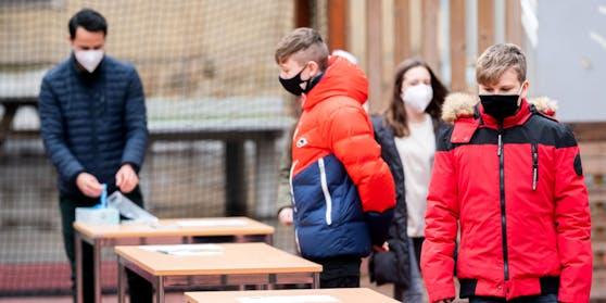 Schule wird nach dem Lockdown für einige Schüler geöffnet.