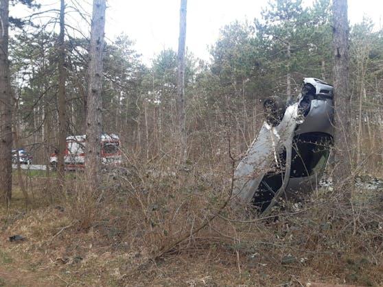 So fanden die Einsatzkräfte den Unfallwagen vor.
