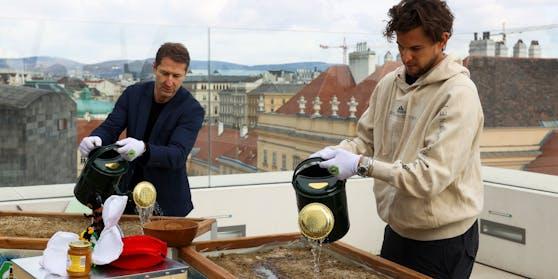 Franco Foda und Dominic Thiem als Hobbygärtner