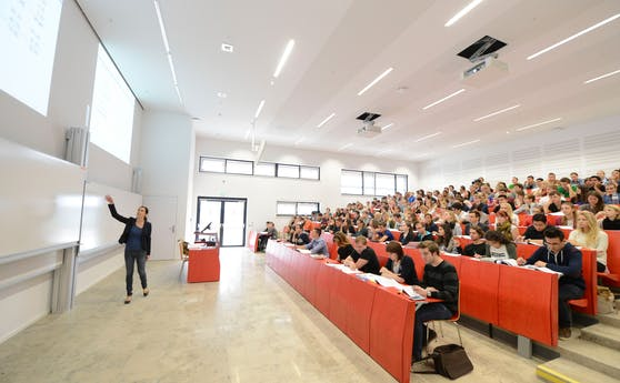 Studenten in einem Hörsaal  der neuen WU in Wien. (Archivfoto 2013).