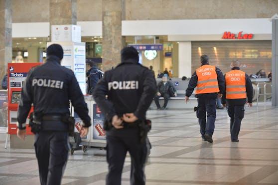 Polizeieinsatz am Wiener Westbahnhof: Ein Security wurde angegriffen.
