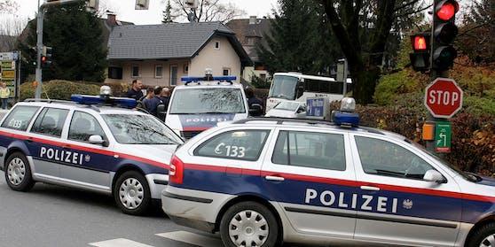 Zwei Geld-Eintreiber lösten am Dienstagabend einen Polizei-Großeinsatz in Salzburg-Gnigl aus.