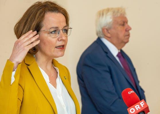 Landesrätin Christiane Teschl-Hofmeister und Bildungsdirektor Johann Heuras