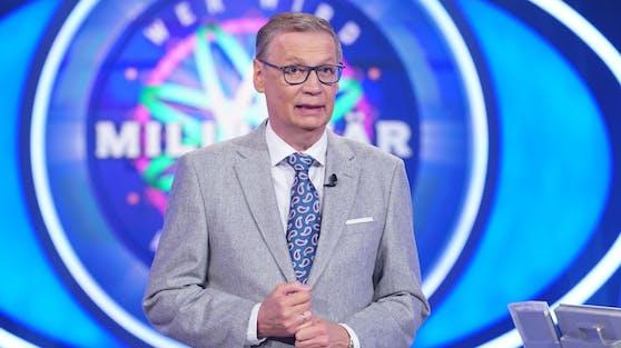 Das Coronavirus hat RTL-Moderator Günther Jauch erwischt. Er musste zum ersten Mal in über 30 Jahren die TV-Arbeit absagen.
