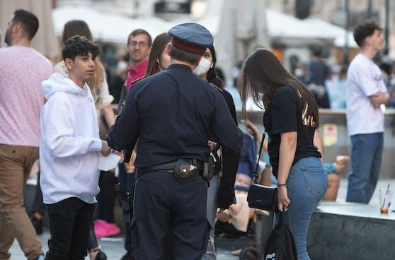 Tatü, tata, die Polizei ist da: Anzeigen wegen Corona-Verstöße kommen vor allem von Nachbarn und Passanten.