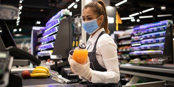 Überlastung, Personalmangel und mangelnde Wertschätzung machen den Supermarkt-Mitarbeiter schwer zu schaffen.