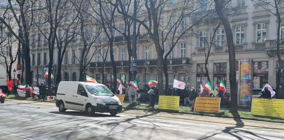 Vor dem Grand Hotel Wien wurde am Freitag demonstriert