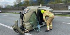 Pkw flog nach Leitschienen-Crash durch die Luft