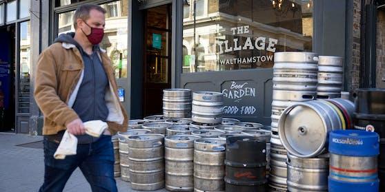 Alles leer! Den Londoner Pubs geht langsam das Bier aus
