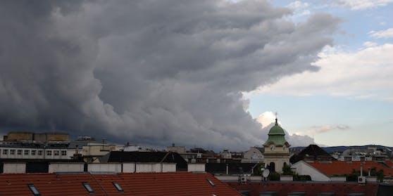 Ein kräftiger Sturm zieht am Sonntag über Wien.