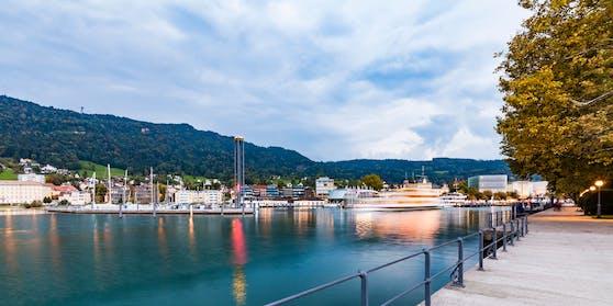 In einem Gasthaus an der Bregenzer Seepromenade, bespuckte ein Mann wahllos einige Gäste. Symbolbild.