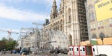 Aufbau der Festwochen-Bühne am Rathausplatz